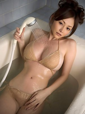 Busty gravure idol babe showing of her perfect figure in lingerie